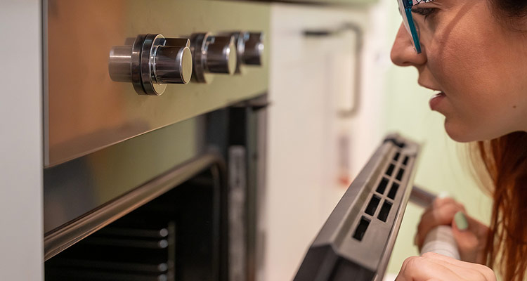 4 Reasons Your Electric Oven May Not Be Heating Properly